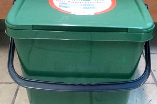 """Mastello (30-50 litri) per il servizio """"porta a porta"""" ad utenze domestiche singole o per piccoli condomini e utenze non domestiche (piccoli produttori di rifiuti d'imballaggio in vetro)"""